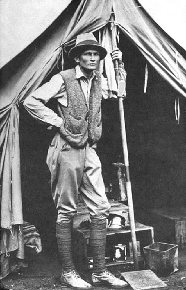 640px-Hiram_Bingham_III_at_his_tent_door_near_Machu_Picchu_in_1912